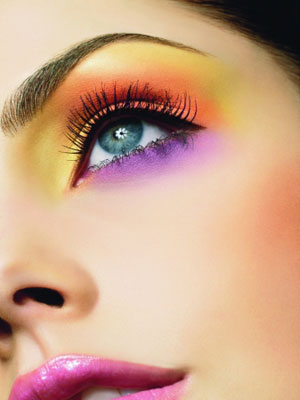 Aprenda uma maquiagem colorida