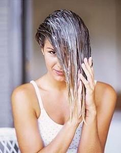 Ter um cabelo bonito é bem cuidado é hoje em dia uma das principais preocupações demuitas mulheres, pois como sabemos o aspecto físico é cada vez mais valorizado. Deste modo todas as mulheres ambicionam estar sempre perfeitas em qualquer tipo de ocasiões. Como sabemos, se queremos ter um cabelo saudável, forte, sem pontas espigadas, suave e com brilho, necessitamos de ter alguns cuidados com o mesmo.