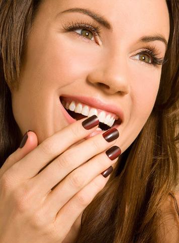 Aqui irá ver cinco simples truques e dicas para fortalecer as suas unhas