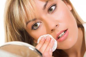 Descubra a importância de remover a sua maquiagem