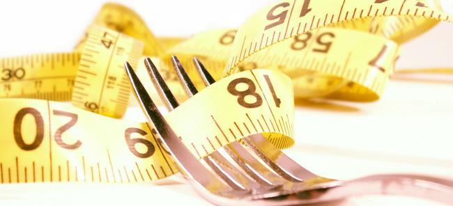 Emagrecer é algo que hoje em dia faz parte do mundo de muitas mulheres, porem nem todas as informações que andam em volta da perda de peso são verídicas. Deste modo e para que possa perder peso de uma forma saudável e eficaz, hoje seleccionamos para si alguns dos principais mitos do emagrecimento.